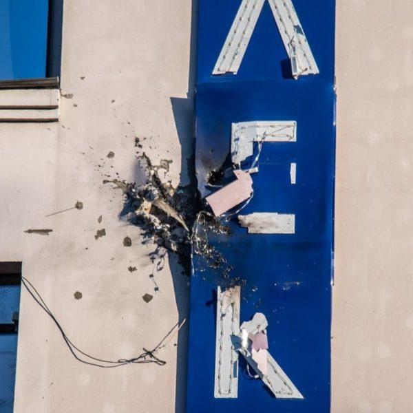 Ukrayna  televiziyasının binasına qumbara atanla atəş açıldı