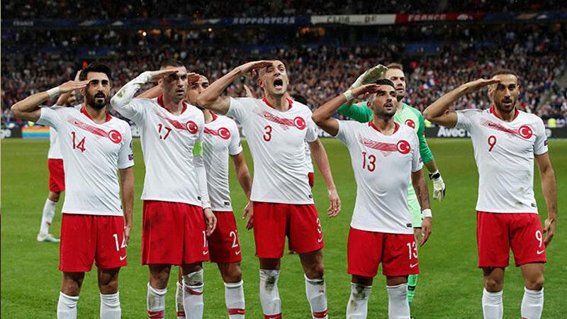 Hər kəsə, hamıya olar, türklərdən başqa… – UEFA-nın ikili standartı (FOTOLAR)