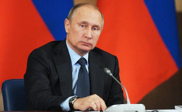 """Putin qəzəbləndi, məmurların """"xəstə"""" olub-olmadığını soruşdu"""