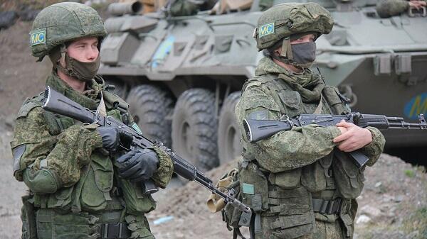 Laçında qalmaq istəyirdilər, ruslar bayraqlarını çıxartdı - Video