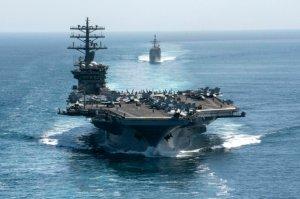 İranın buraxdığı uzaqmənzilli raketlər Hind okeanında Amerika təyyarədaşıyanının həndəvərinə düşdü