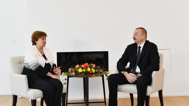 Prezident İlham Əliyev Dünya Bankının baş icraçı direktoru ilə görüşdü – FOTO