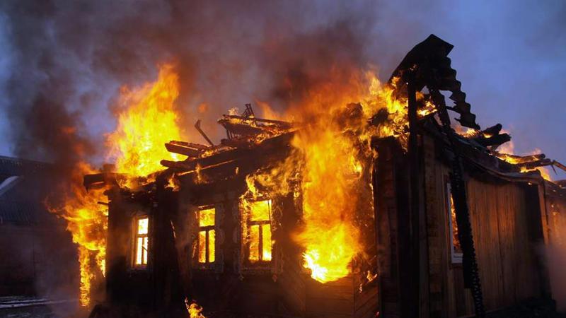 Azərbaycanda 3 ailənin yaşadığı bina yandı – XƏSARƏT ALAN VAR