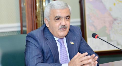 """""""Rövnəq Abdullayev həmişə qabları mənə yudurtdururdu"""" - Azərbaycanlı deputat"""