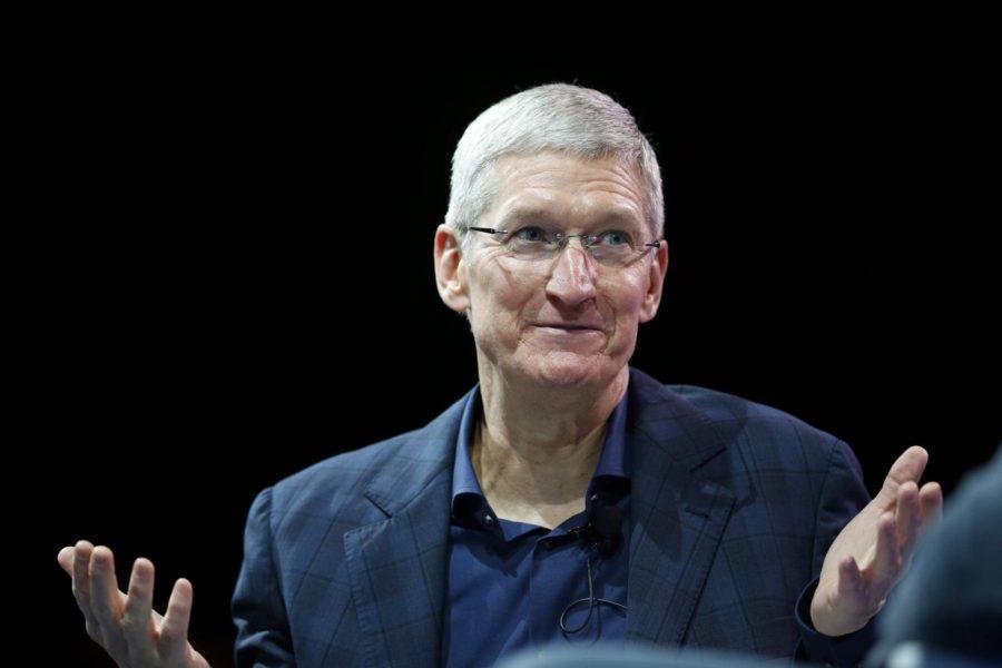 """""""Apple"""" rəhbəri Trampın səhvinə görə adını dəyişdi – Foto"""
